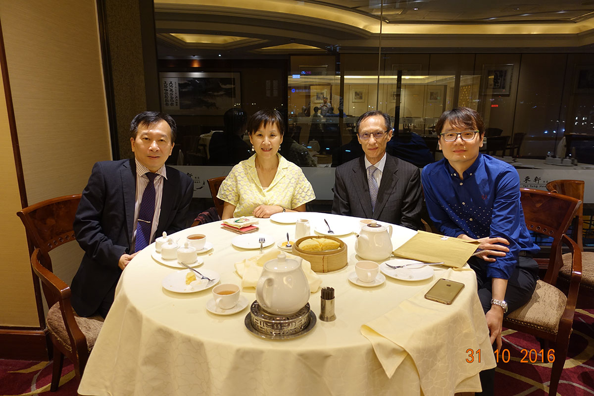 A photo of our council with the auditors. | 我們的理事會與核數師合影。 | 我们的理事会与核数师合影。